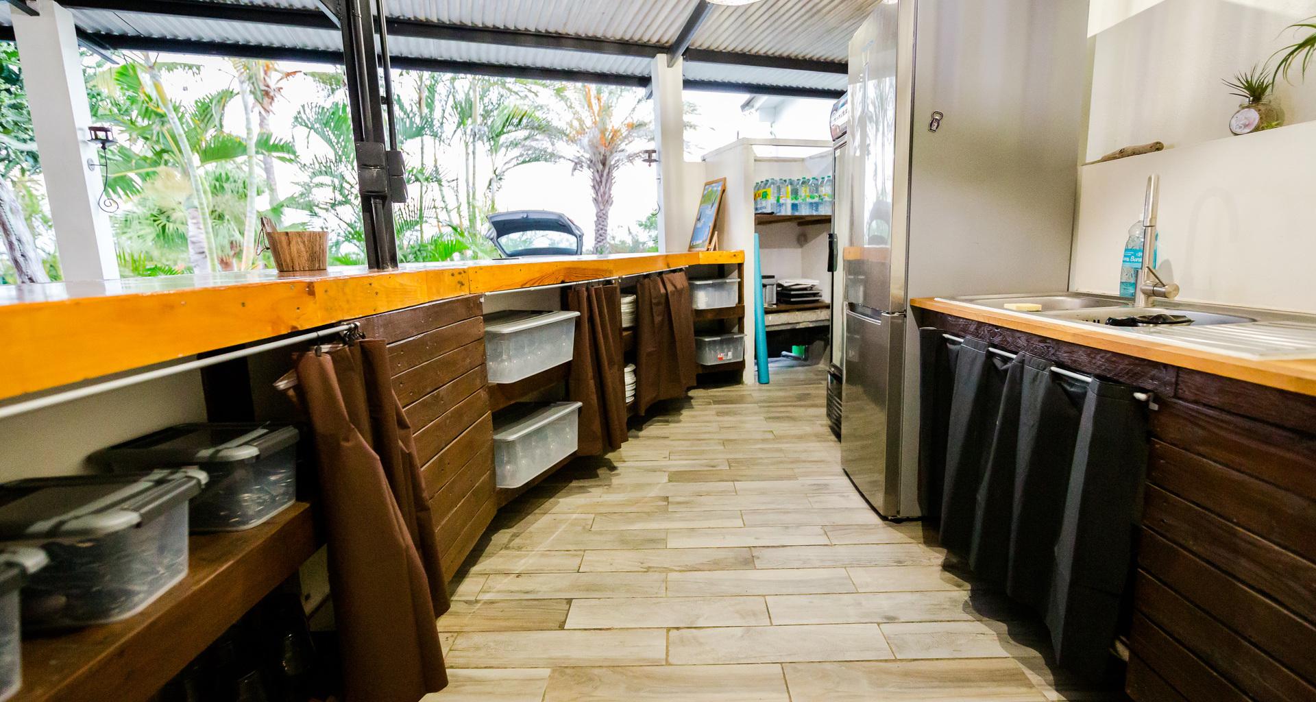 Bar et cuisine équipés