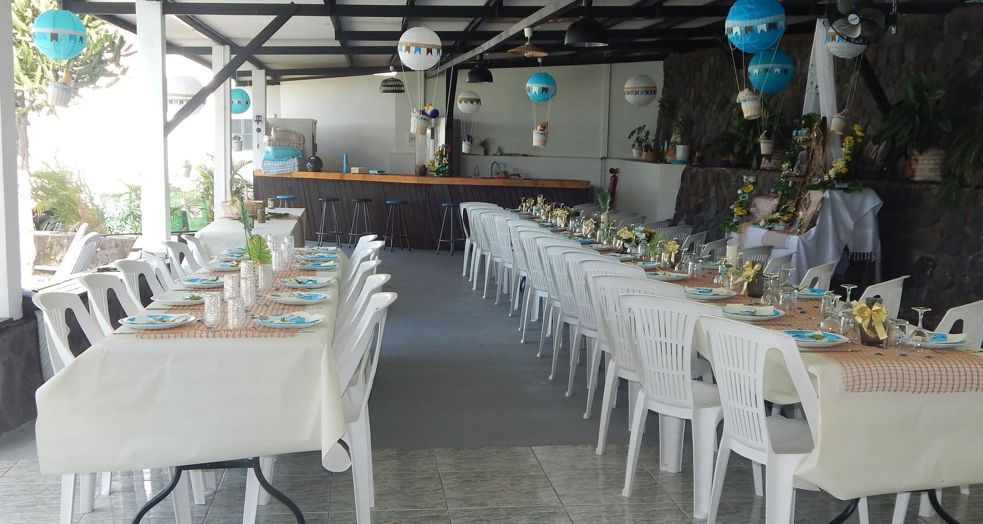terrasse couverte avec bar